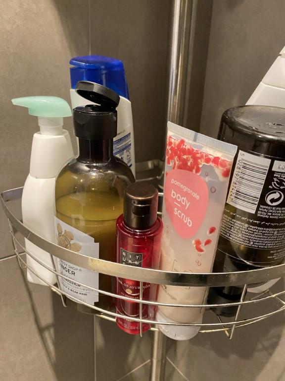 voorraad doucheproducten en zeepjes