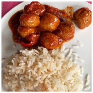 Balletjes in tomatensaus met rijst
